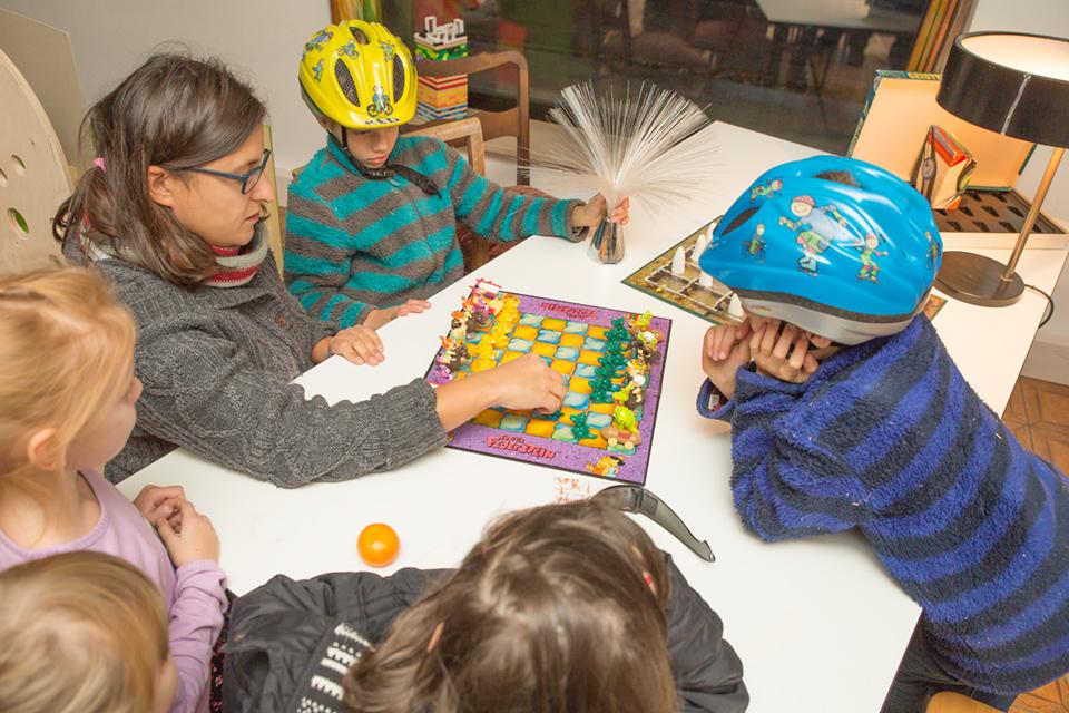 Auf Wunsch der Kinder gabs noch schnell ne Einführung ins Schachspiel.