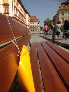 Sitzbank in der Fußgängerzone